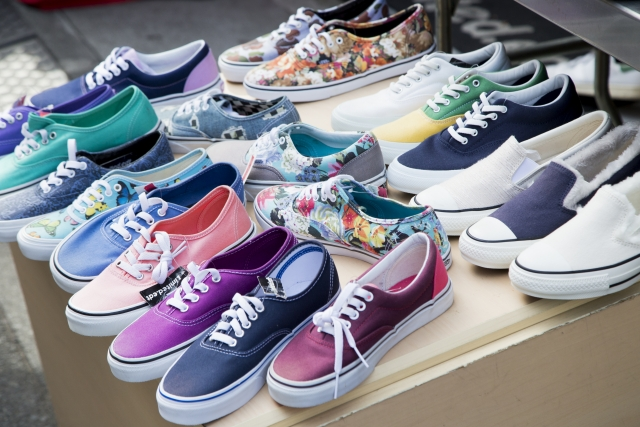 介護職の靴の色