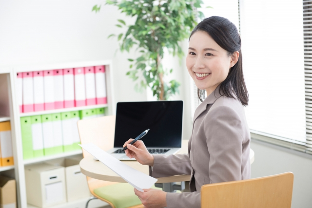 オフィスワークの女性